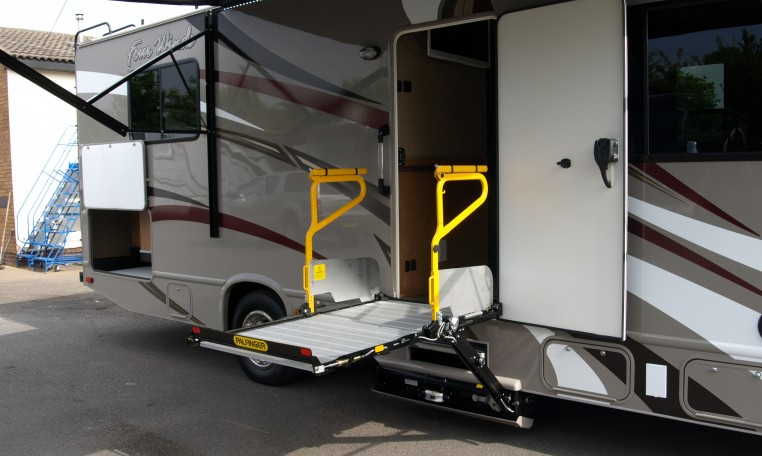 WHEELCHAIR ACCESSIBLE RV'S - Signature Motorhomes